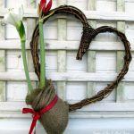 Amaryllis Heart http://ourfairfieldhomeandgarden.com/diy-amaryllis-heart-wreath/