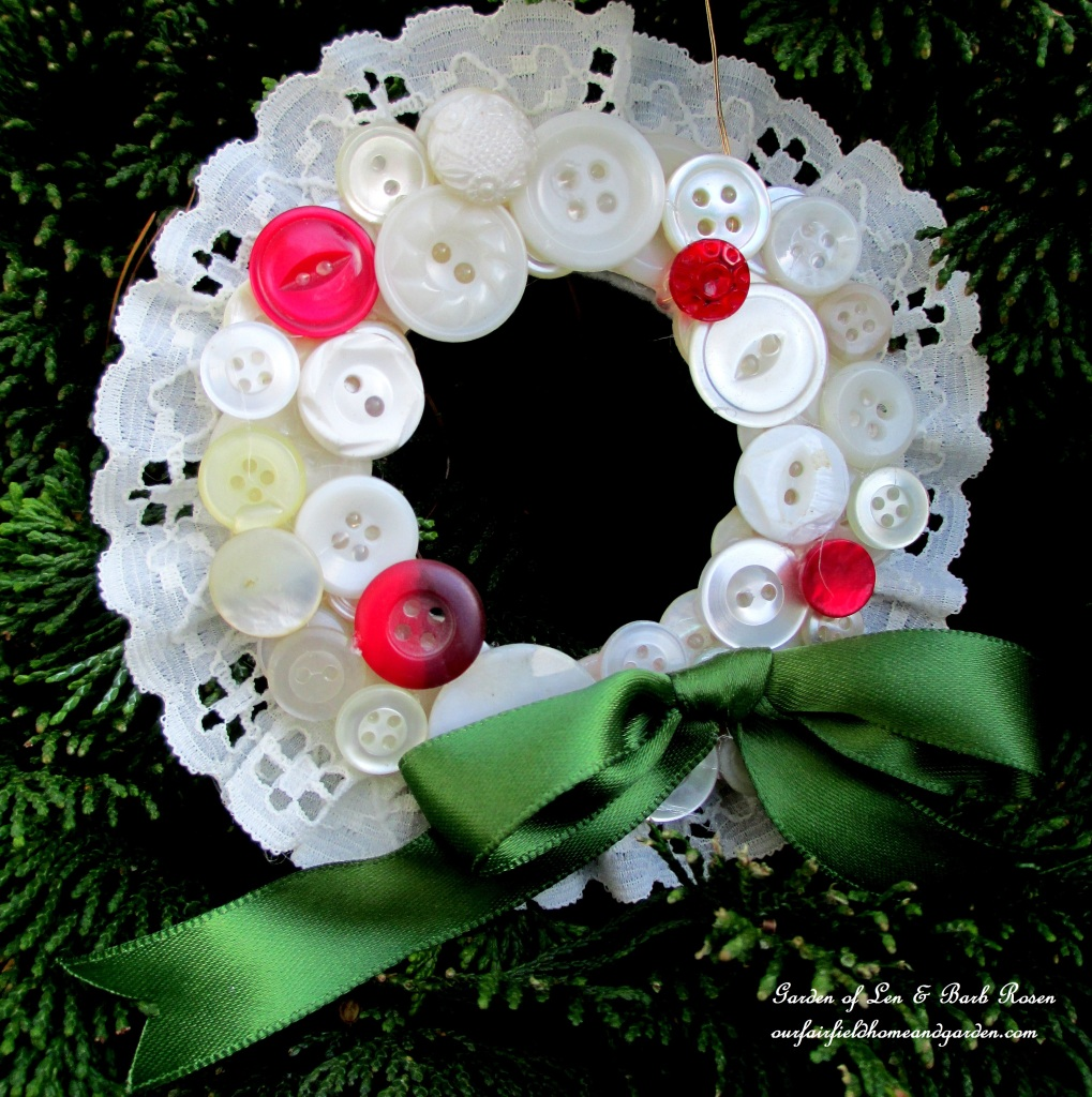 Button Wreath Ornament http://ourfairfieldhomeandgarden.com/vintage-button-wreath-ornament-a-diy-in-your-sewing-basket/