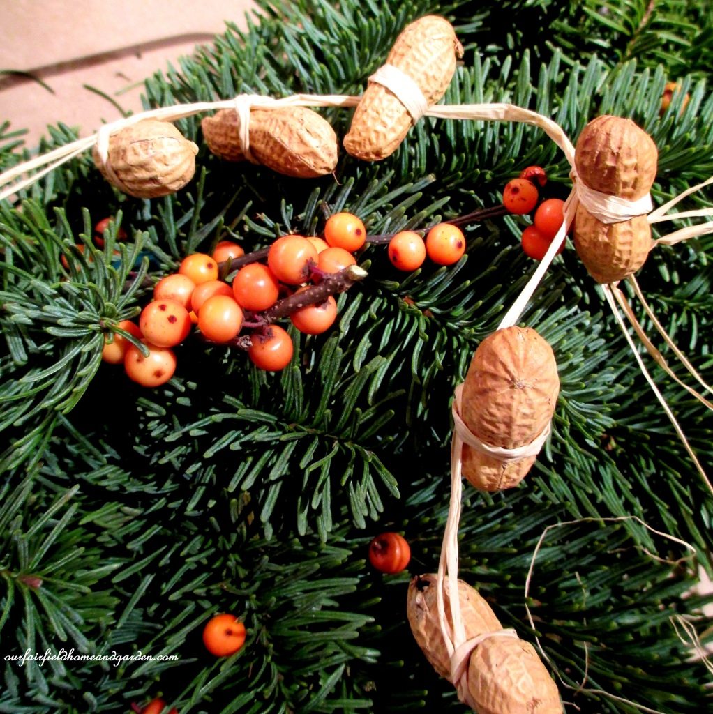Peanut Garland https://ourfairfieldhomeandgarden.com/natural-holiday-bird-wreath/