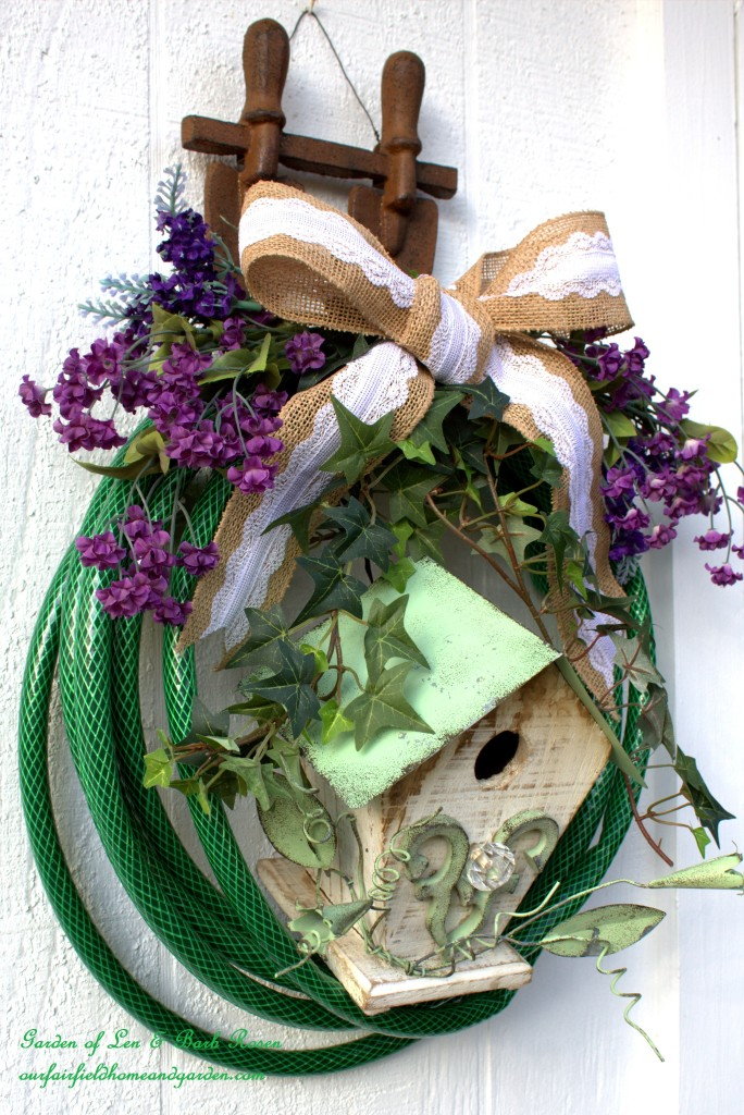 Hose Wreath with Birdhouse http://ourfairfieldhomeandgarden.com/diy-garden-hose-wreaths/