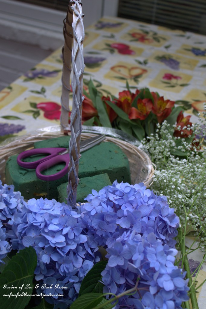 DIY Basket Bouquet http://ourfairfieldhomeandgarden.com/diy-basket-bouquet-for-cheap/