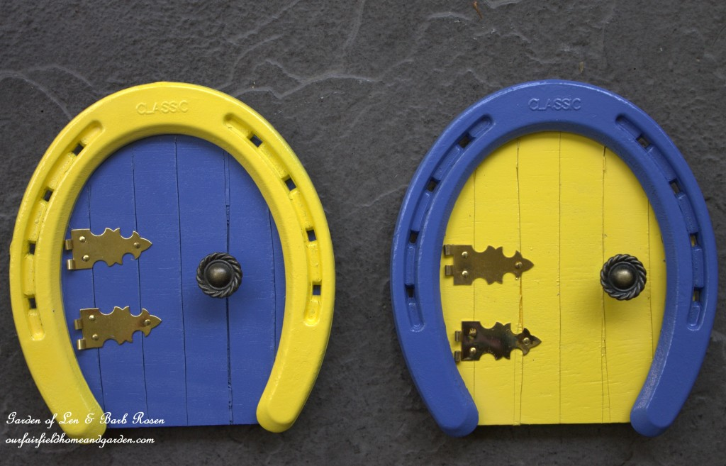 Colorful Horseshoe Fairy Doors https://ourfairfieldhomeandgarden.com/diy-horseshoe-fairy-door/