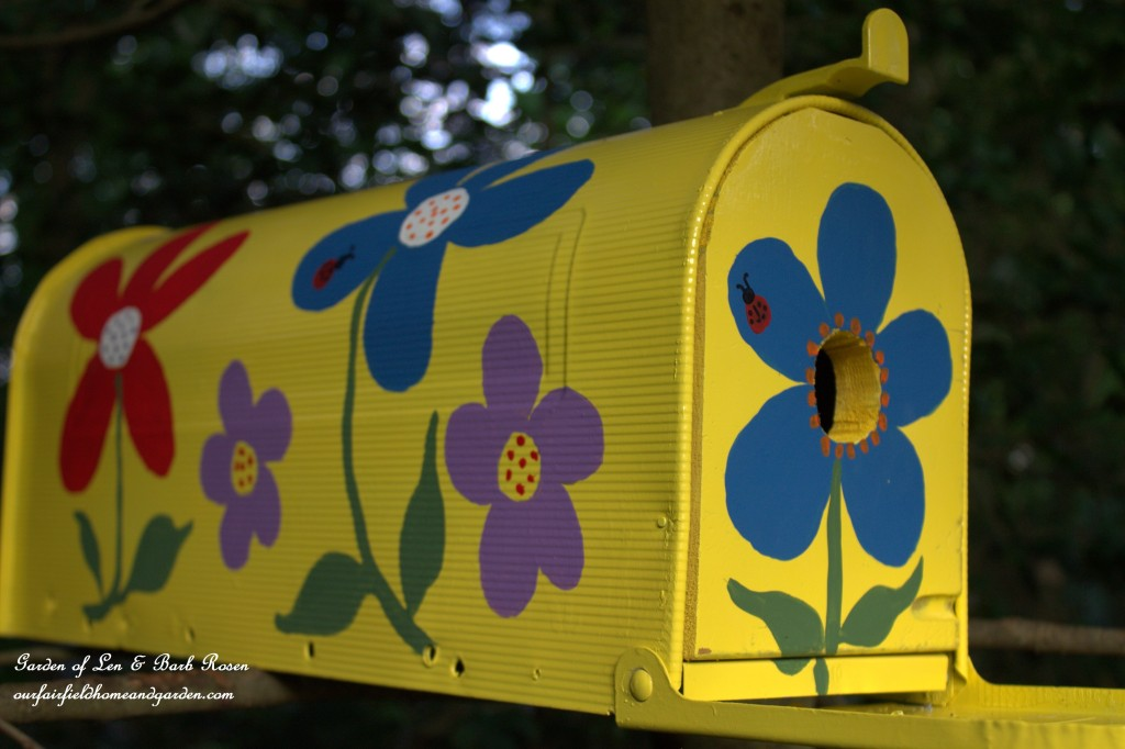 Mailbox Birdhouse https://ourfairfieldhomeandgarden.com/diy-mailbox-birdhouse/