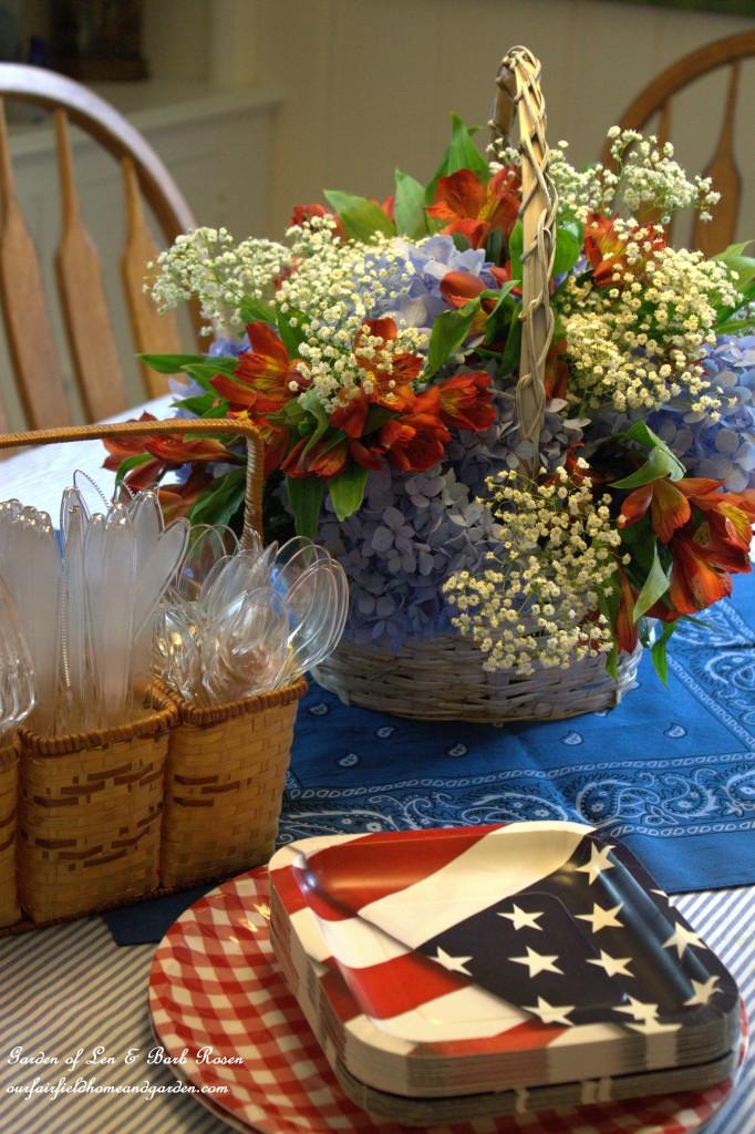 Patriotic Bouquet https://ourfairfieldhomeandgarden.com/diy-basket-bouquet-for-cheap/