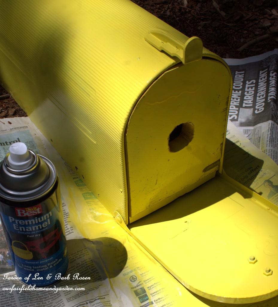 Mailbox Birdhouse http://ourfairfieldhomeandgarden.com/diy-mailbox-birdhouse/