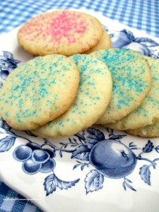Easy-To-Make Sugar Cookies http://ourfairfieldhomeandgarden.com/easy-sugar-cookies-no-rolling-or-cutting/