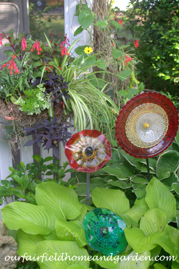 Plate Flowers http://ourfairfieldhomeandgarden.com/our-fairfield-home-and-garden-tour/