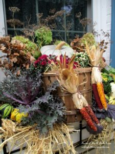 Fall Decor http://ourfairfieldhomeandgarden.com/fall-outdoor-decor-our-fairfield-home-and-garden/