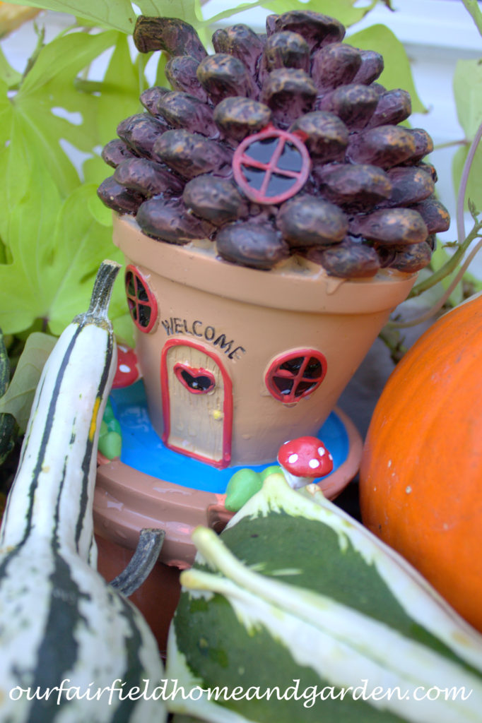 Fall Fairy House http://ourfairfieldhomeandgarden.com/fall-fairy-windowbox/