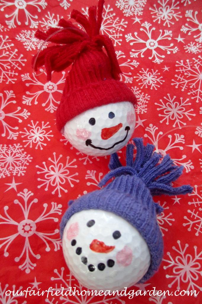 Snowman Ornaments ~ from golf balls! http://ourfairfieldhomeandgarden.com/snowman-ornaments-from-golfballs/