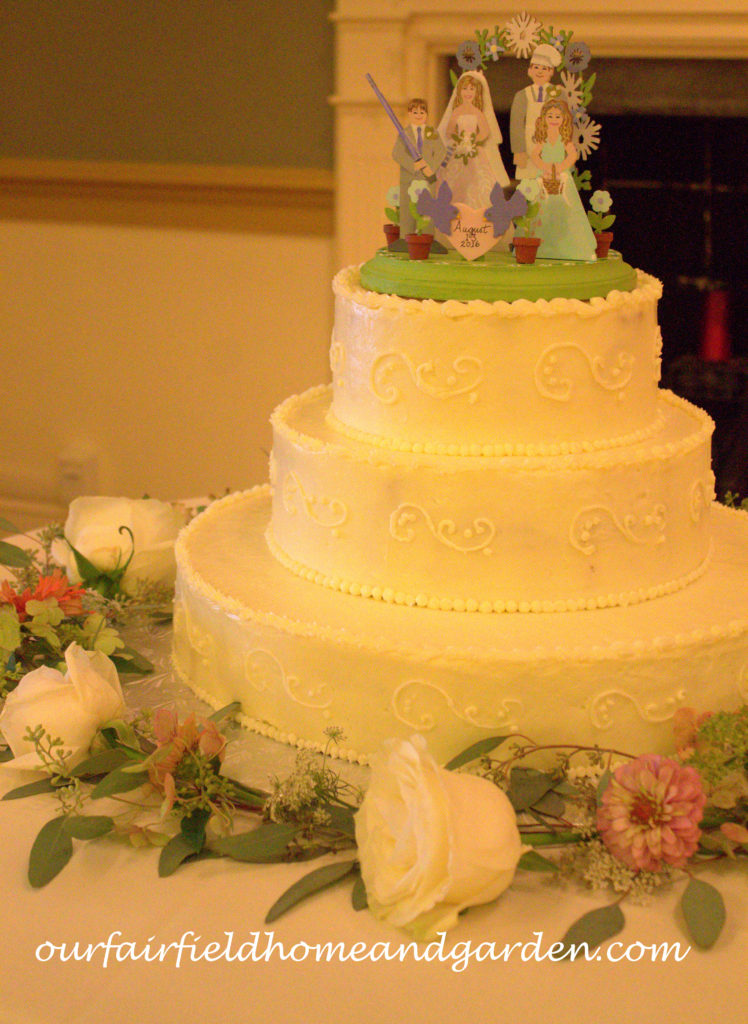 Wedding Cake http://ourfairfieldhomeandgarden.com/loving-touches-create-an-elegant-wedding-for-less/