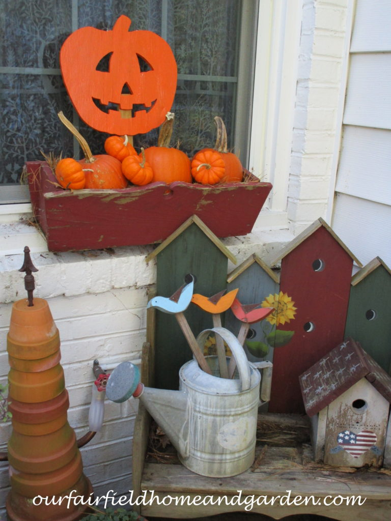 Natural Fall Decorating http://ourfairfieldhomeandgarden.com/decorate-for-fall-naturally/